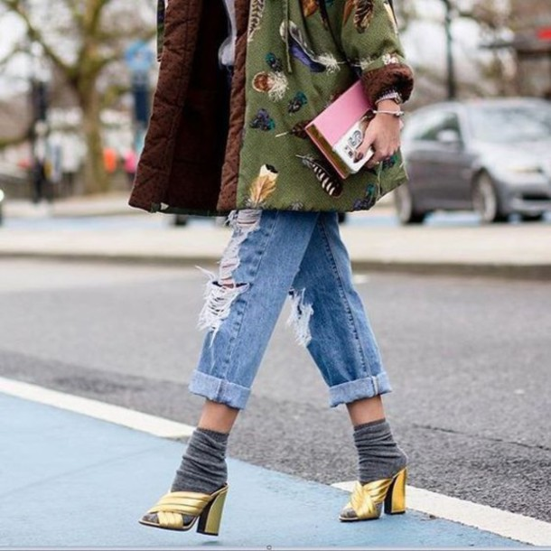 l5n9fk-l-610x610-jeans-tumblr-cuffed+jeans-blue+jeans-ripped+jeans-jacket-army+green+jacket-bag-clutch-gucci+mules-gucci+shoes-gucci-gold+sandals-gold+shoes-mules-socks+sandals-socks-str